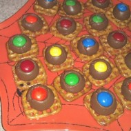 Pretzels Kissed With Chocolate Recipe With M&M's Candy Corn White Chocolate Candies #MMsGetCorny #Cbias