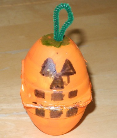 egg carton pumpkin craft
