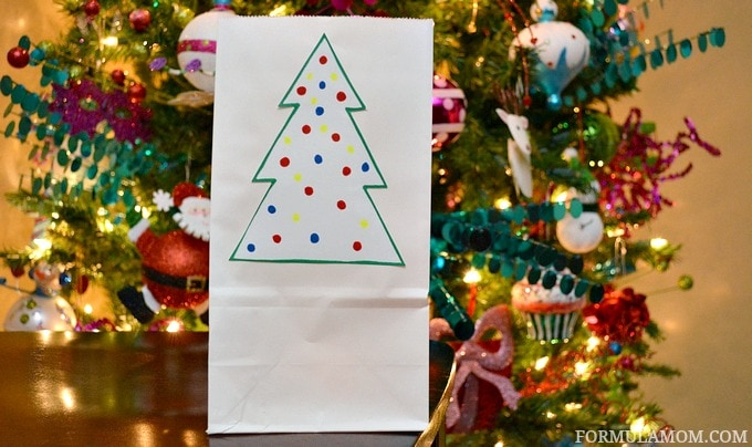 Easy holiday crafts are a fun way to make memories during the Christmas season! Decorate the house or turn them into holiday gifts too!