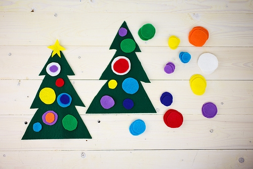 Easy holiday crafts for kids to make before christmas for Easy christmas felt crafts