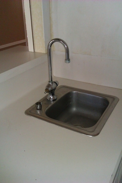 The House Files Diy Daddy Conquers The Wet Bar Faucet