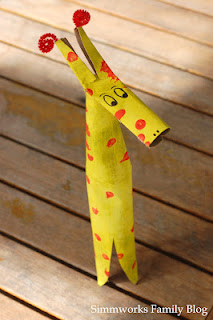 DIY Kids Crafts: Cardboard Tube Giraffe