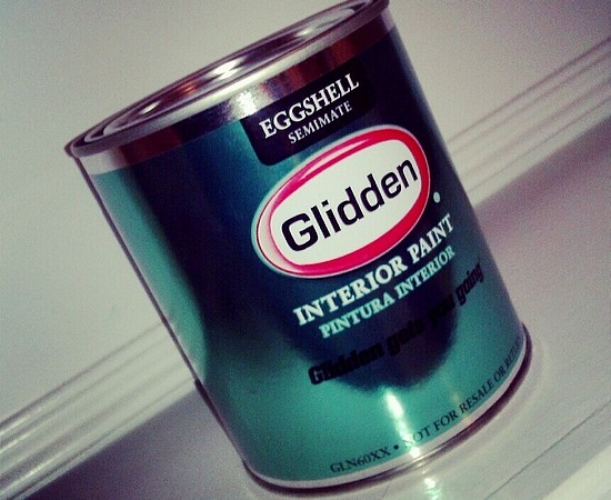 Glidden Paint Adds a Pop of Color to the Bathroom (DIY Review) #noisegirls