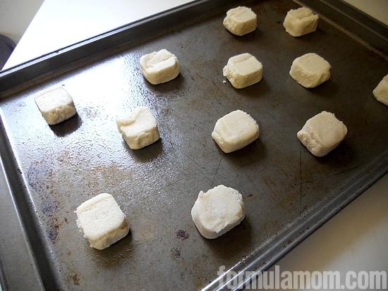 Making homemade frozen yogurt sandwiches #TCBYGrocery