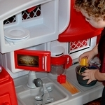 Holiday Gift Guide: Little Tikes Cook n Grow Kitchen