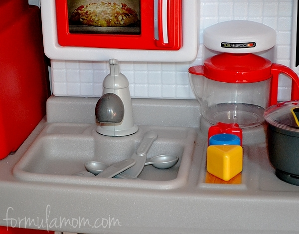 Little Tikes Kitchen Helps Toddlers Cook N Grow The
