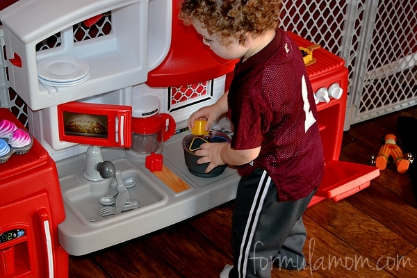 Toddler Roved Little Tikes Cook N Grow Kitchen