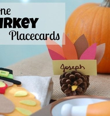 Pinecone Thanksgiving Turkey Craft Placecards #Thanksgiving