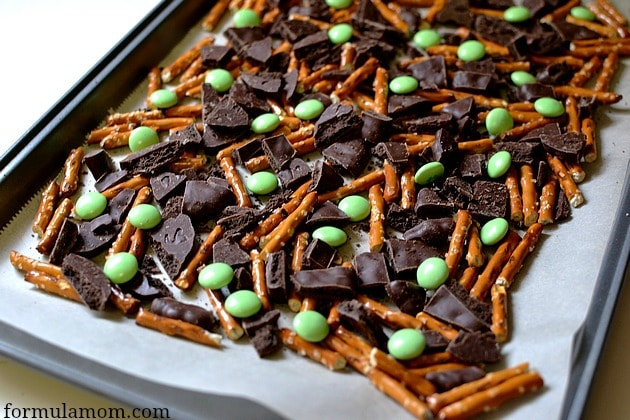 St Patrick's Day Chocolate Mint Bark #stpatricksday