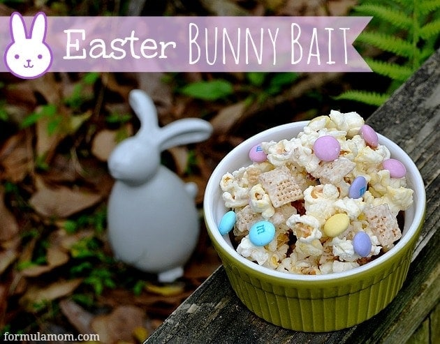 Check out how easy it is to make easy homemade Easter treats with this quick Bunny Bait snack mix recipe!