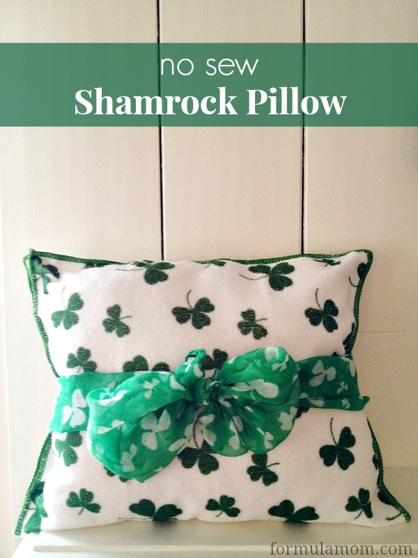 No Sew St. Patrick's Day Shamrock Pillow #stpatricksday