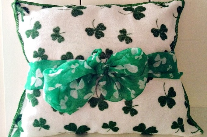 Dollar Tree DIY: St Patricks Day Shamrock Pillow