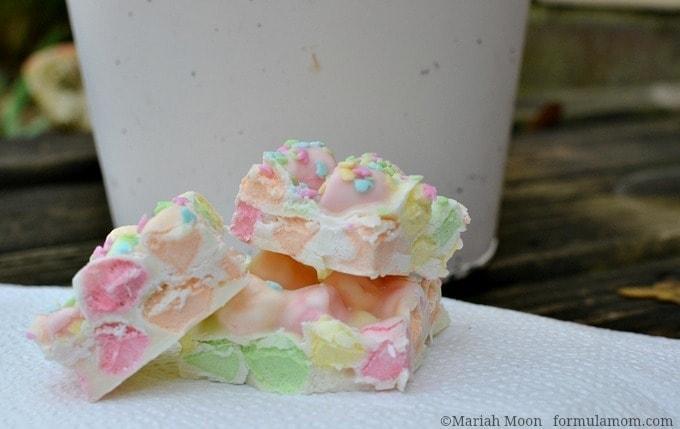 Easy Marshmallow Easter Candy Bark #easter