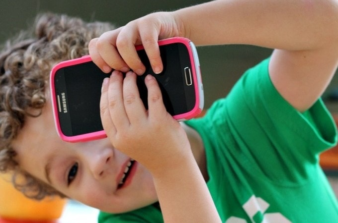 3 Must Have Smartphone Accessories for Mom  on the Cheapest Wireless Plans