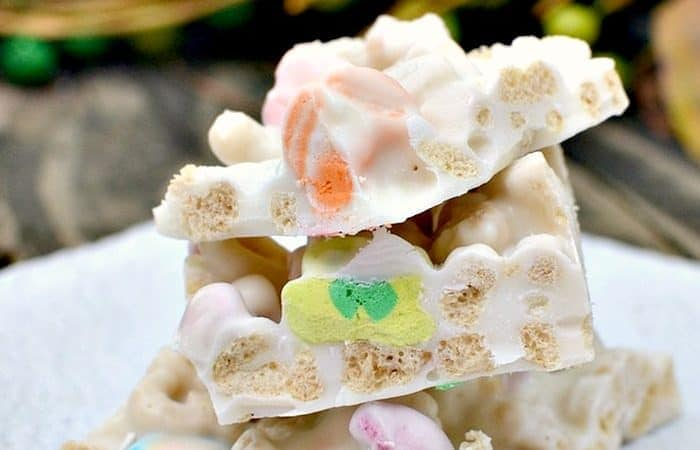 Lucky Charms Candy Bark Recipe Only Needs 2 Tasty Ingredients!