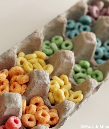 Learning About Rainbows Activity: Sorting Cereal #preschool