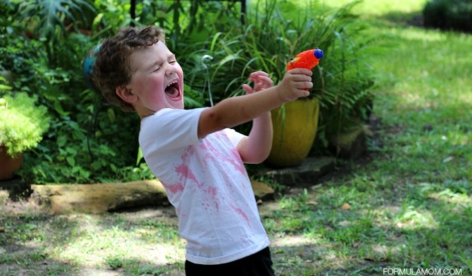 Summer Survival Tips for Moms: Play Outside #HotShot