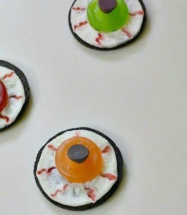 Easy to Make Halloween Cookie Eyeballs #Halloween