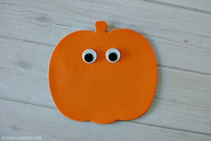 Easy Sequin Pumpkin Craft for Kids #Halloween