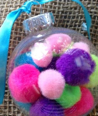 DIY Christmas Ornaments: Pom Pom Ornament Craft #Christmas #DIY
