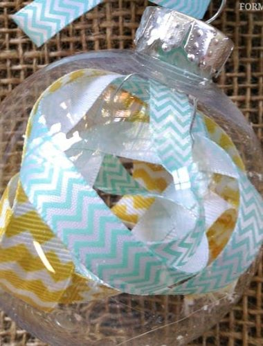 12 Days of DIY Christmas Ornaments: Scrap Ribbon Ornament #Christmas #DIY