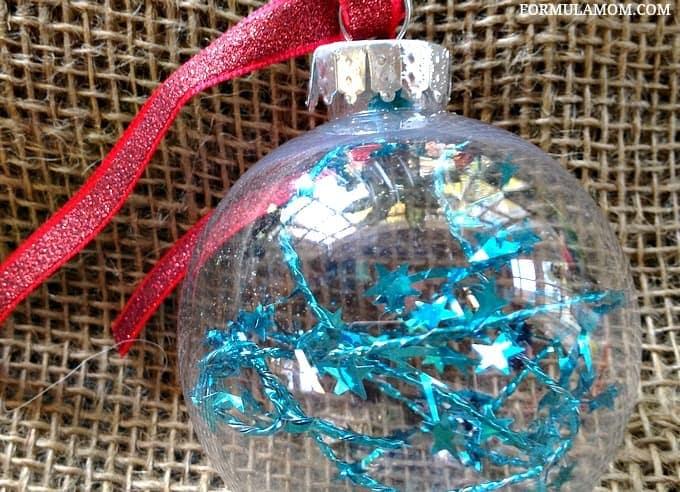 12 Days of DIY Christmas Ornaments: Tinsel Ornament #Christmas #DIY