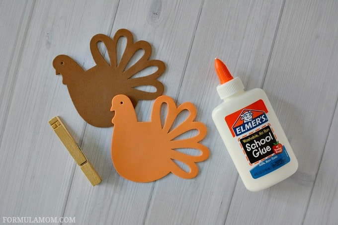What You Need to Make Easy Thanksgiving Turkey Place Cards Craft #Thanksgiving