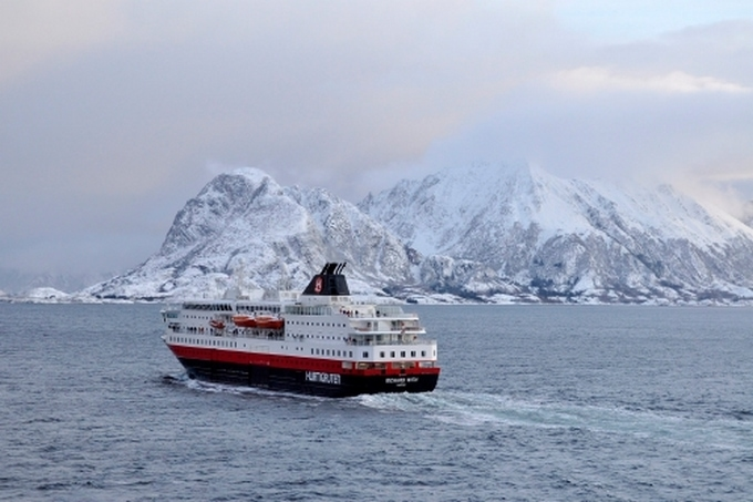 Travel Bucket List Ideas: Cruise Norway with HurtiGruten Cruises  #Hurtigruten #travel