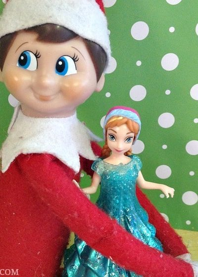 Easy Elf on the Shelf Ideas: Elf Hugs #ElfontheShelf