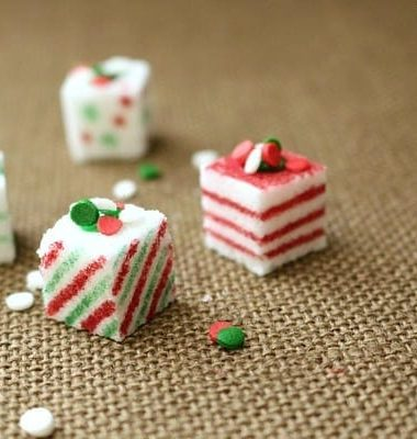 Homemade Christmas Crafts: Sugar Cube Presents #Christmas #DIY