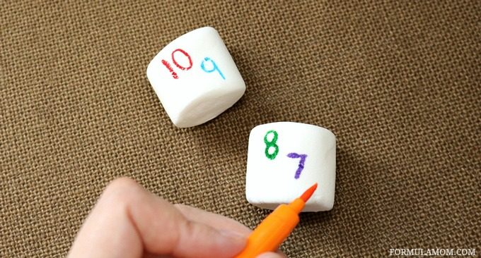 Kid Friendly New Years Even Idea: Making Countdown Marshmallow Pops #NewYearsEve
