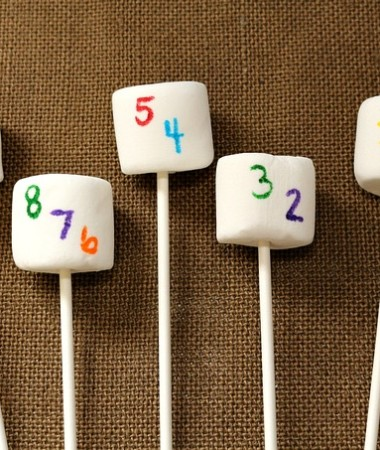 Kid Friendly New Years Eve Ideas: Countdown Marshmallow Pops #NewYearsEve