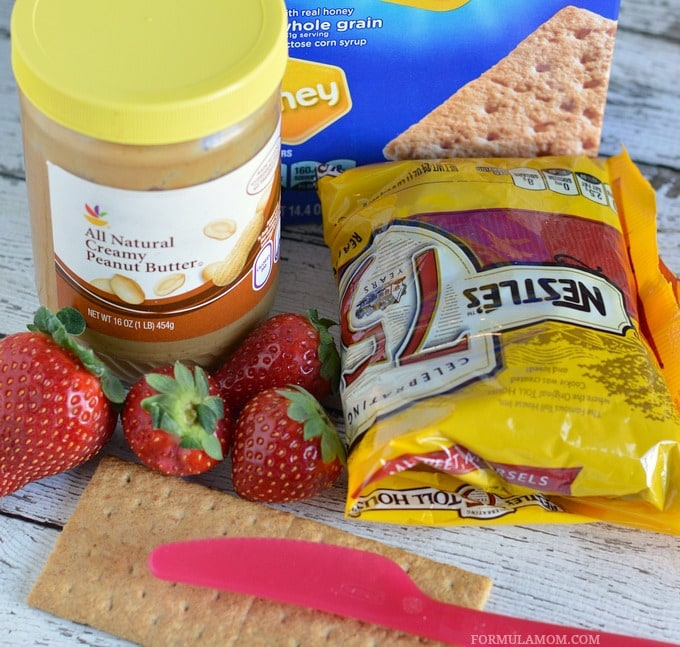 Ingredients for Easy Valentine Snacks: Graham Cracker Smile #ValentinesDay
