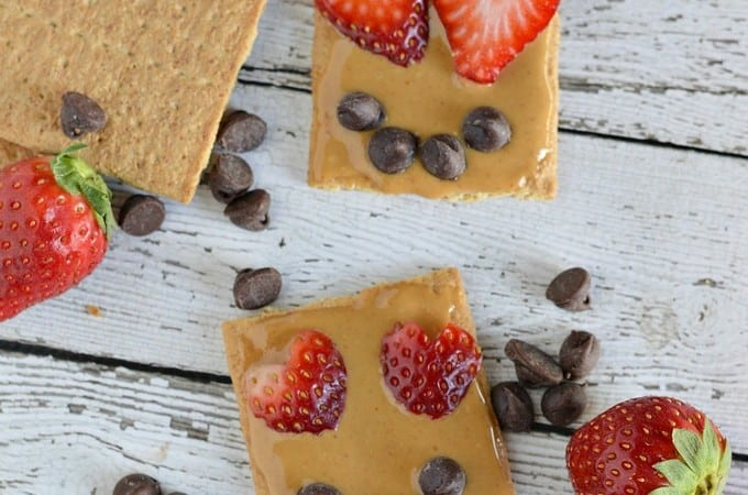 Easy Valentine Snacks: Graham Cracker Smile