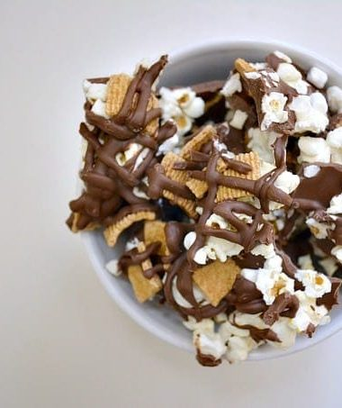 Smores Popcorn Bark is Perfect for Your Next Movie Night! #smores