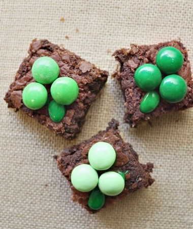 Decorating Easy Shamrock Brownies