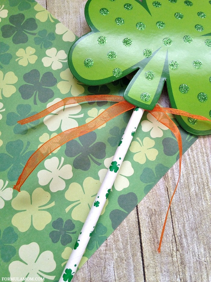 Shamrock Crafts for Kids: How to Make Leprechaun Wands #StPatricksDay