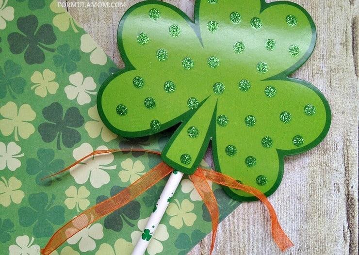 Leprechaun Wands are Easy Shamrock Crafts for Kids to make for #StPatricksDay