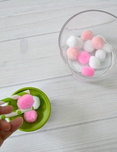 Learn how to play Bunny Tails game with these Easter Game Ideas! #Easter