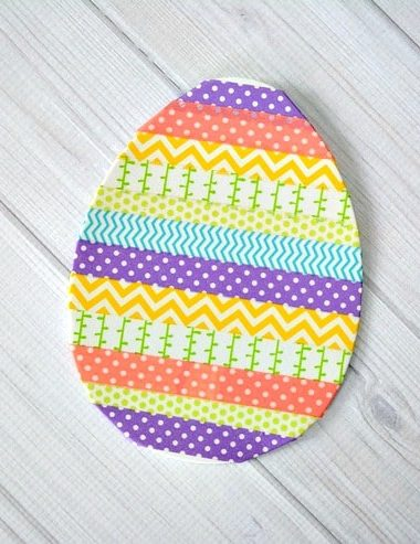 Anyone in the family can help make this Washi Tape Easter Egg craft! #Easter