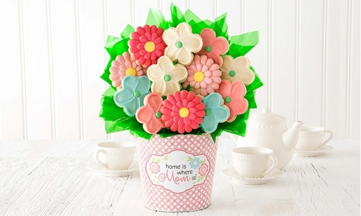 Groupon has a huge variety of easy Mother's Day gift ideas! From tasty treats to pretty things to amazing experiences!
