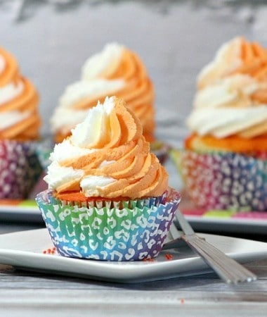 Make your own Orange Creamsicle cupcakes with this delicious cupcake recipe!