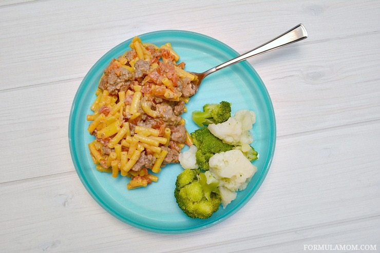 Easy Hamburger Macaroni and Cheese Recipe is a great family friendly dinner idea! #Youknowyouloveit
