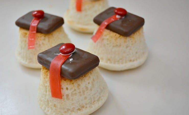 How to Make Cute Graduation Cupcakes