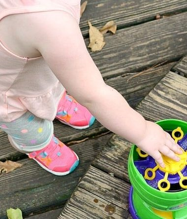 Take your kids outside but keep them safe with these simple Outdoor Play Safety Tips!