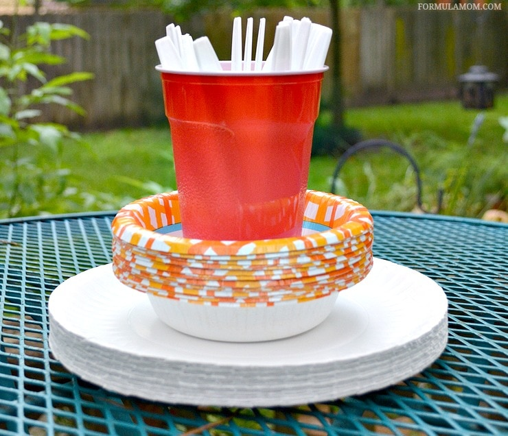 Make summer entertaining easy this year with these Easy BBQ Ideas! Make your next cookout a breeze!