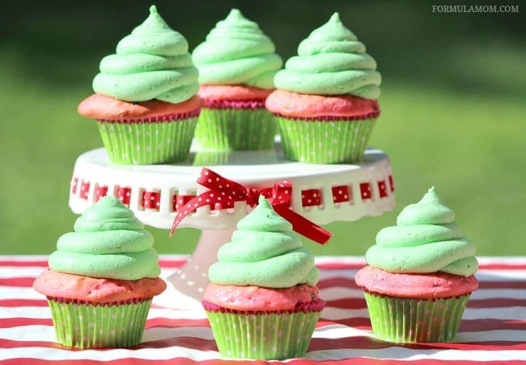 Make these delicious watermelon cupcakes to enjoy in this fun summer fun idea!