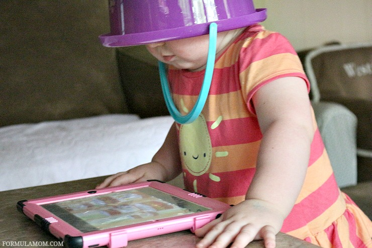 Summer is here and it's a great time to build a love for reading! Check out these easy ways to make summer reading fun! These are great reading tips for kids! Get technology involved!