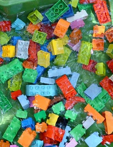Water play ideas with Legos is a great way to keep kids active and cool during hot sumemr days! Fun kids activities for summer!