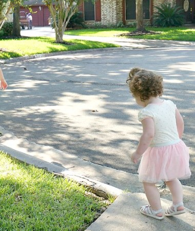 Keeping toddlers busy doesn't have to be challenging. Try some of these easy toddler games to keep them moving and having fun!